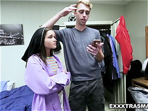 college teenage tears up her bf in his dorm room
