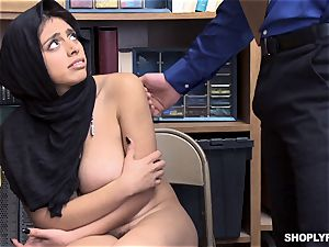 Ella Knox gets caught shoplifting and pays her debt with her facehole and cunny