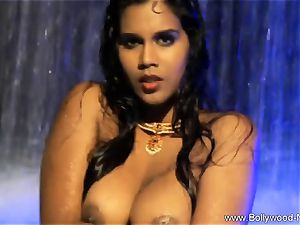 brunette honey From kinky India
