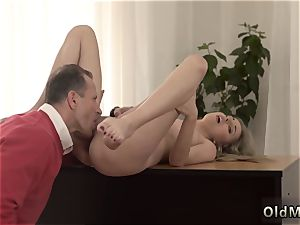 bellowing babe pummeled hard Stranger in a yam-sized palace knows how to super-steamy you up