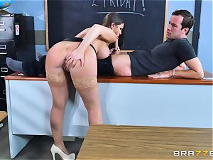 Brooklyn pursue drills her student Jessy Jones