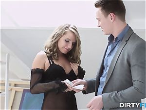 messy Flix Sofi Goldfinger very first courtesan session