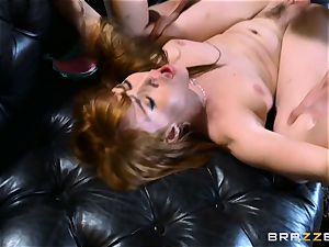 red-haired Gwen Stark porks her brothers thick stiffy
