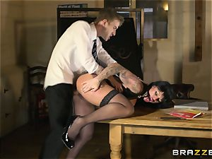 Lesson of hook-up education in experience with huge-boobed schoolteacher Kerry Louise