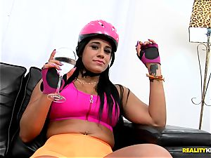 Rollerblading Latina bombshell Aline Rios getting her bootie banged in