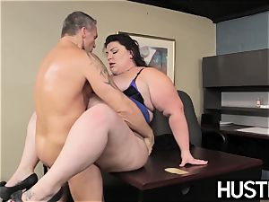 plumper queen Bella Bendz leaned over and pulverized firm