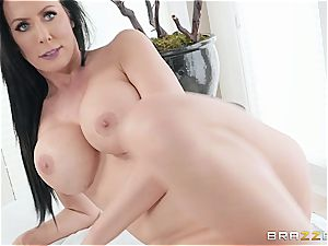 muddy rubdown with a big-chested and limber milf Reagan Foxx