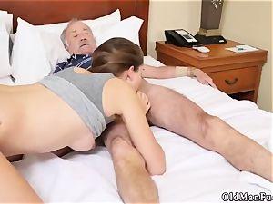 old guy smashes chick presenting Dukke