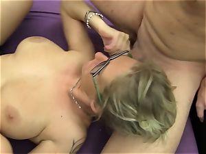 ReifeSwinger - MMF threesome with mature German swinger