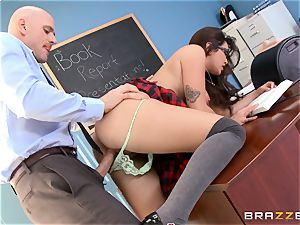 Top schoolgirl Karlee Grey gives presentation on a sybian saddle