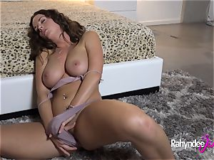 Rahyndee James horny cunt Gets Finger porked