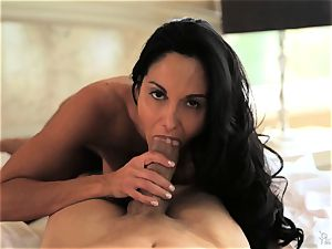 milf Ava Addams knows exactly how she likes it