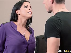 Diamond kitty gets off the hook by delivering an experienced bang