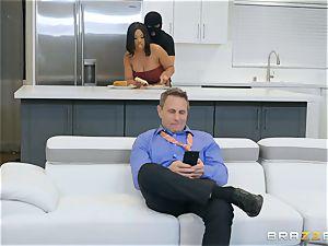 Thief violates into the vulva of Aryana Adin
