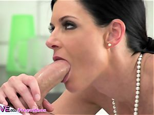 cougar India Summers showcases off her tanlines