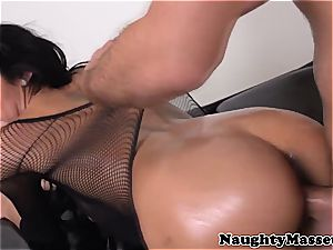 massagist pussyfucked by her client