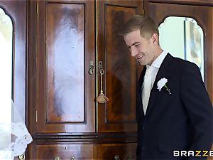 weenie thirsty bride Simony Diamond