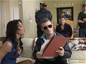 Criminals wifey Jessica Jaymes pummeled by a molten cop
