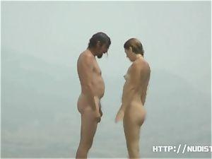 naked beach hidden cam spyes on super-sexy women