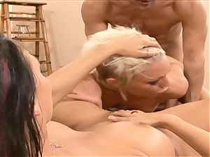 Rachel Starr mouth plows this rock hard pulsating beef whistle