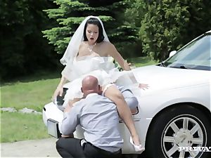 sloppy bride takes her chauffeur's shaft before her wedding