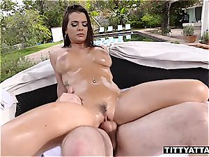 Keisha Grey juggles her oily breasts