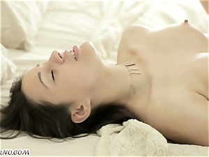 fetching Russian gal has an epic fuck-a-thon early in the morning
